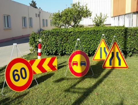 Signalisation routière>Signalisation de chantier>Panneaux directionnel temporaires